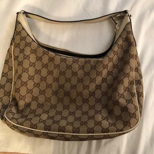 Gucci Supreme Medium Hobo Bag